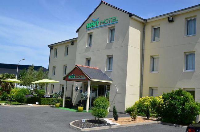BRIT HOTEL SAUMUR SUD, DISTRE