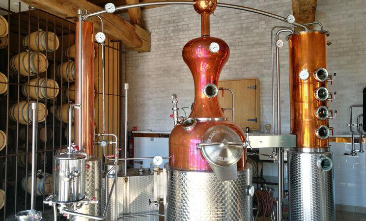 Micro-distillerie Ferme de Mont-Saint-Jean - intérieur 2