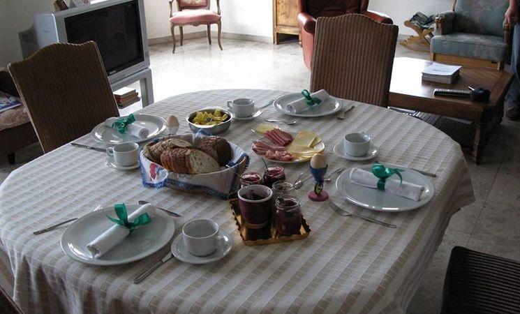 La Maison de la Rose des Vents - int table d'hôtes (réduit)