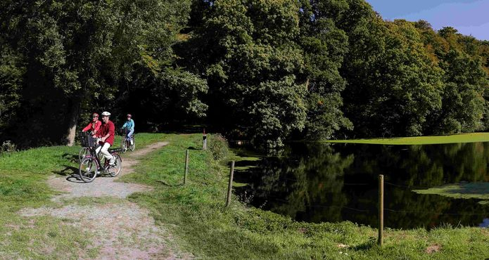A vélo sur LTC campagne-château Tonquédec ©Alex Kozel (17)