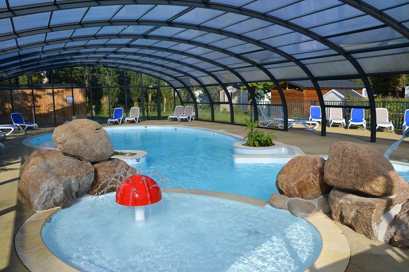 Camping-Le-Villeu-Lancieux-piscine-interieure- Brochure