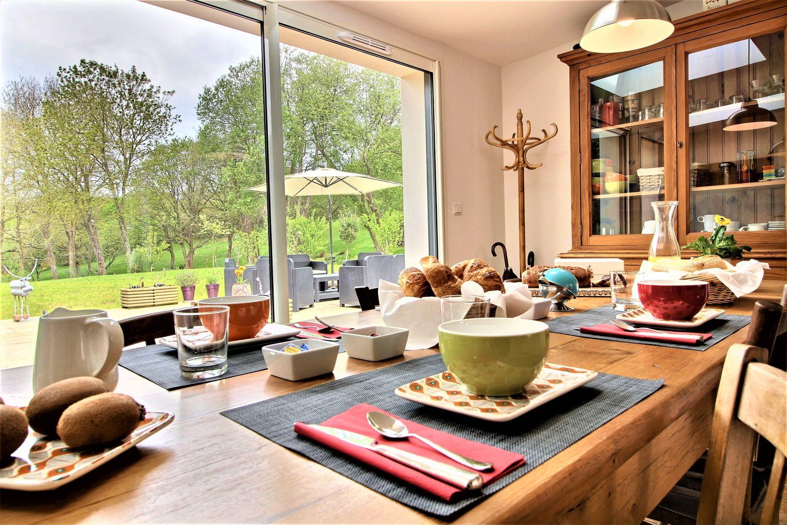 Chambres---La--Fontaine-de-Resnel---table-petit-dejeuner---Frehel---2018