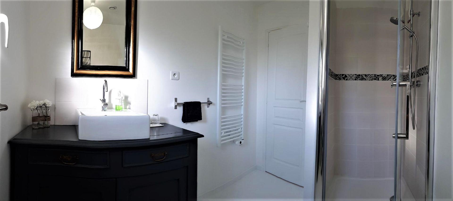 Chambres---La-Fontaine-de-Resnel---salle-d-eau-1---Frehel---2018