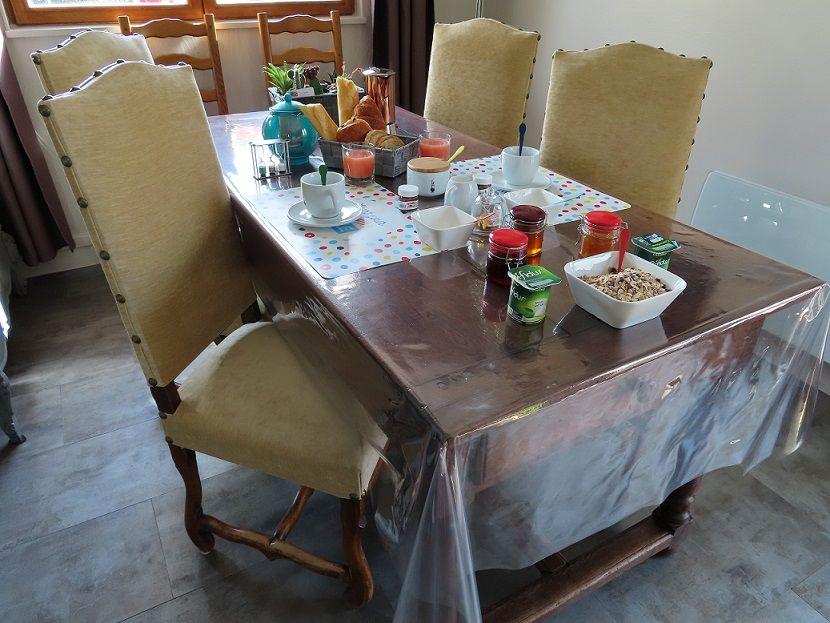 la-chambre-Evran-petit-dejeuner-1-moreau
