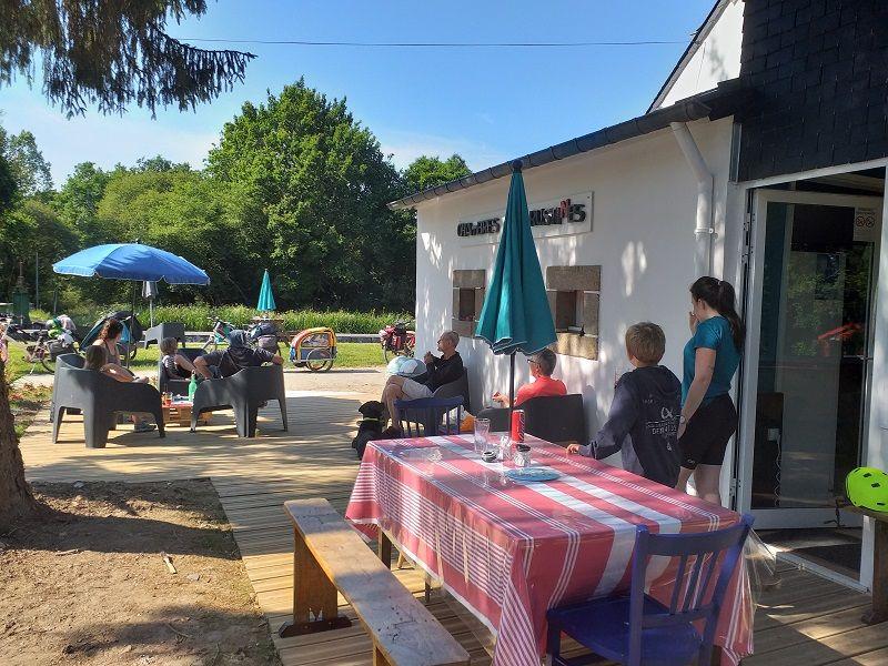 Ecluse-150-terrasse-chambres-et-rustines-Rostrenen