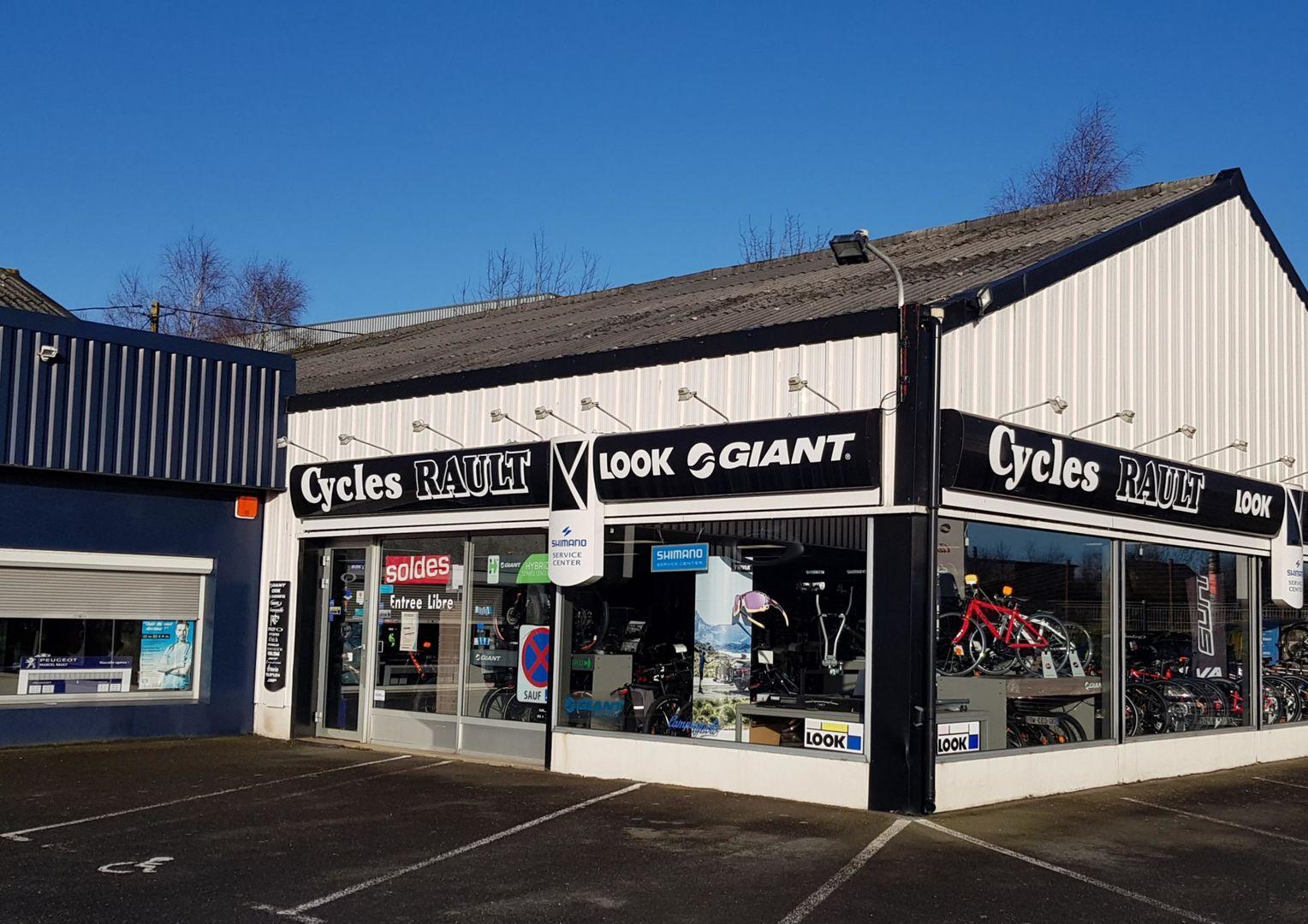 Plaintel_Facade-magasin-Cycles-Rault