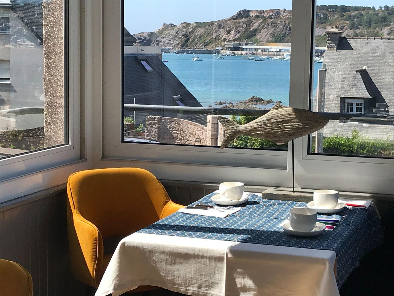 salle petit-déjeuner vue mer