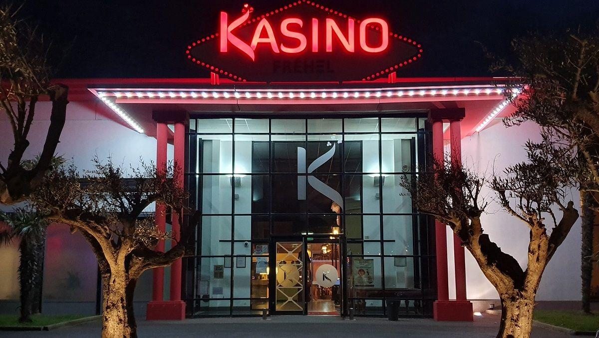 Loisirs-Kasino-de-Frehel-Frehel-2