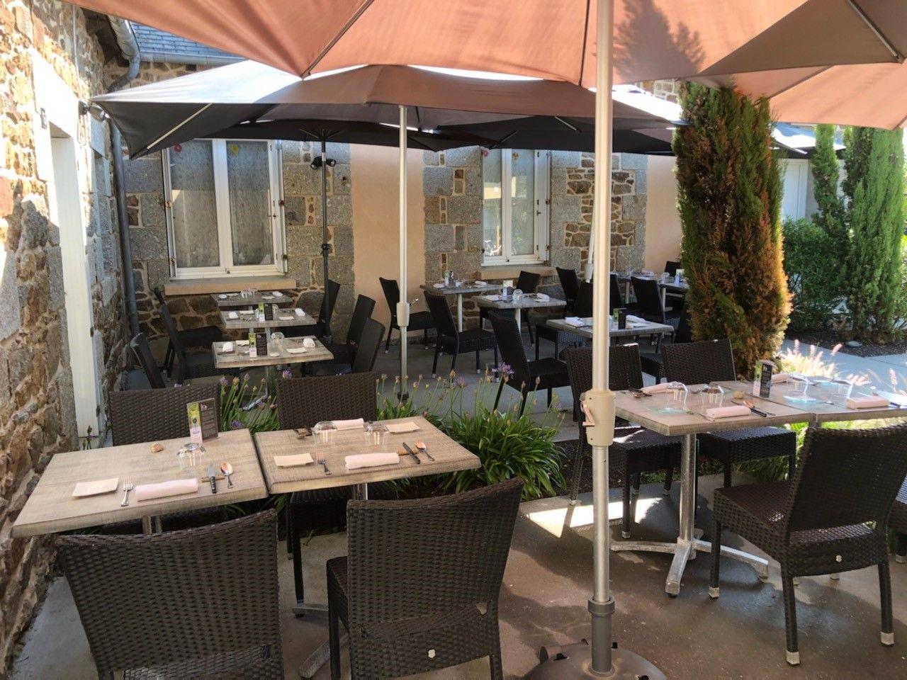 restaurant_le_brezoune_ploufragan_terrasse_parasol