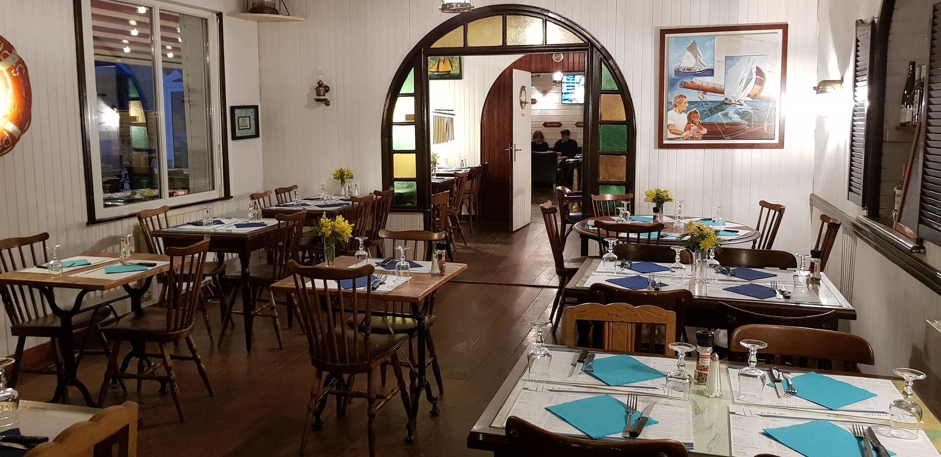 Restaurant-la-Goelette-St-Jacut--salle-
