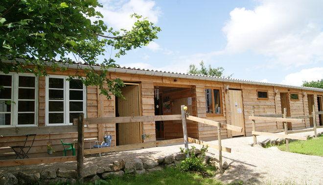 bureau-et-blocs-sanitaires-bois-du-barde