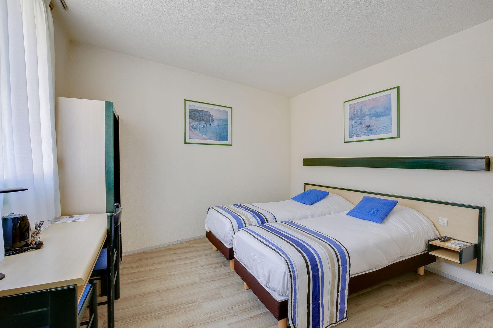 chambre-familiale_hotel-champ-de-mars_st-brieuc