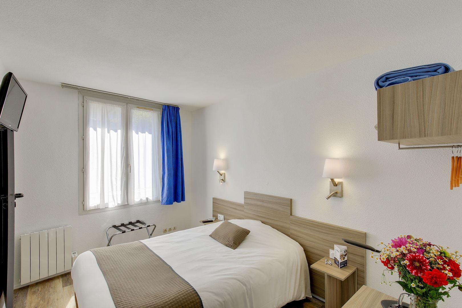 chambre1_hotel-champ-de-mars_st-brieuc