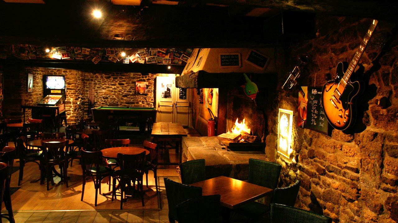 Pub au Vieux Saint-Sauveur-Dinan