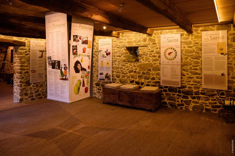 salle-expo-Musee-du-cidre-PleudihenRance-2