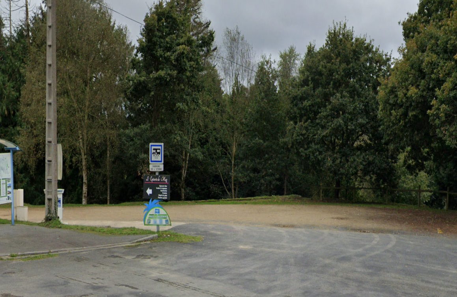 Aire de pique-nique et de stationnement de l'étang du Plessis