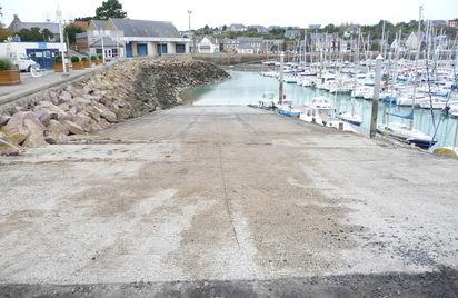 Cale du bassin à flot du port de Dahouet