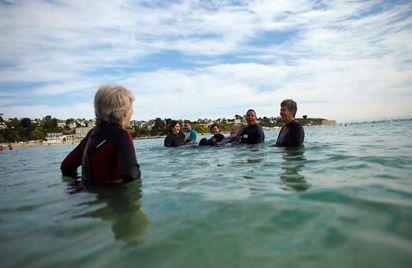 Marche aquatique de santé sur la grande plage de Saint Cast