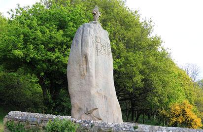 Menhir christianisé de Saint-Uzec - Visite guidée flash