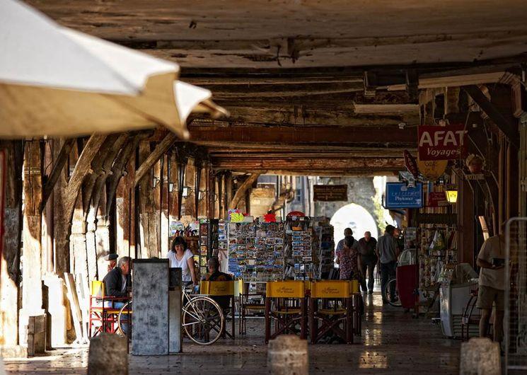 Mirepoix, sous les arcades de la place