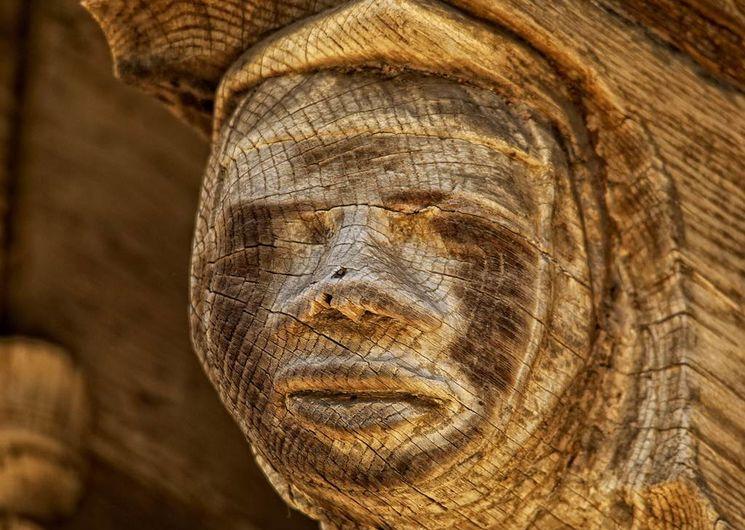 Mirepoix, l'une des sculptures qui ornent les arcades de la place