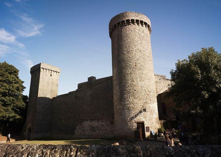 La Couvertoirade, les tours d'angle de la cité