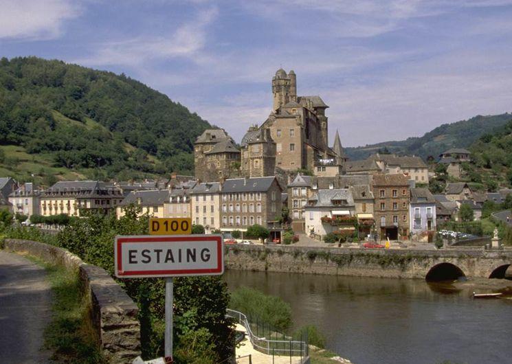 Estaing, dans la haute vallée du Lot (Aveyron)