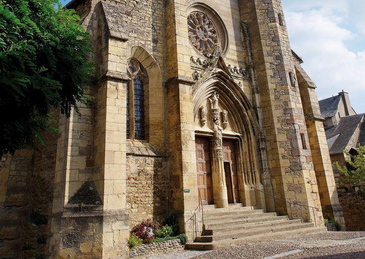 Le portail de l'église du XVIème s.