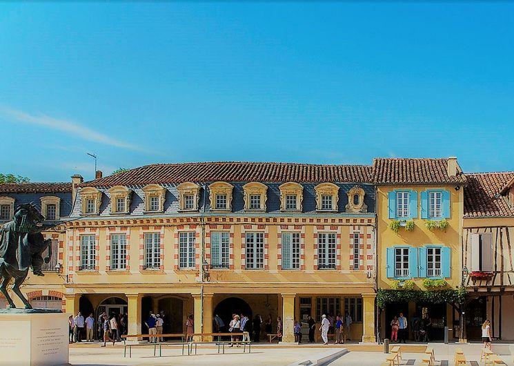 Marché. -Place d'artagnan