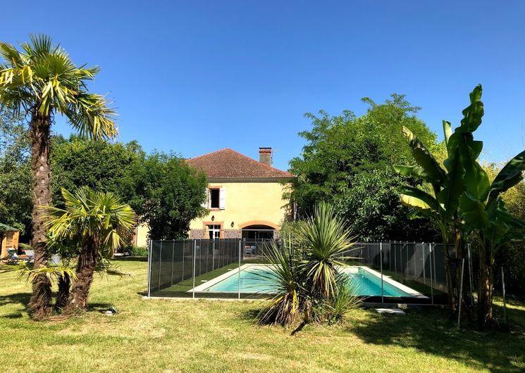Vue piscine sécurisée + arrière maison