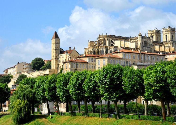 La Tour d'Armagnac et la cathédrale Sainte-Marie
