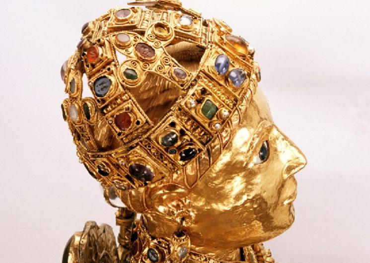 Trésor d'orfèvrerie médiévale de Conques - Majesté de sainteFoy