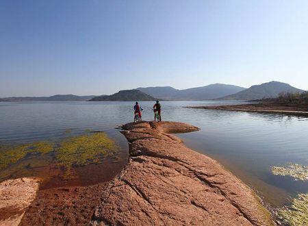 Le tour du lac du Salagou