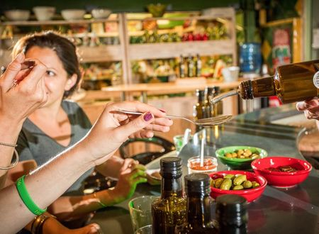 Ateliers de dégustation et de cuisine sous les oliviers