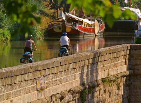 Le Canal du Midi à vélo (VTC, VAE)