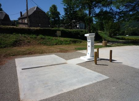 Aire de services municipale de camping-car à St Laurent d'Olt