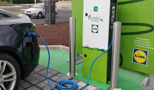 Borne de recharge électrique à Beaugency