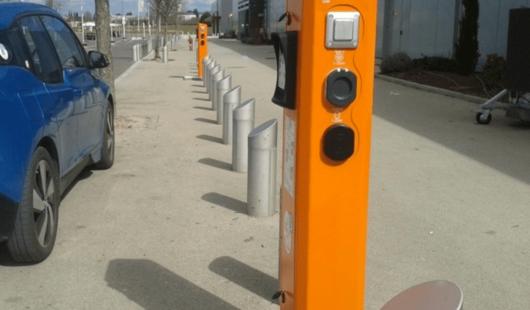 Borne de recharge électrique à Tavers