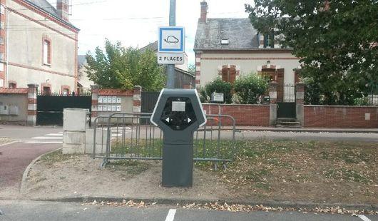 Borne de recharge électrique pour voitures et vélos
