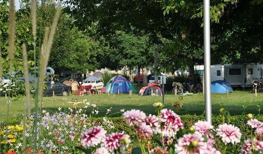 Aire de services pour camping-cars au camping du Val de Flux