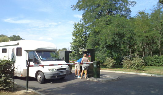 Aire de camping-cars - Camping Le Martinet