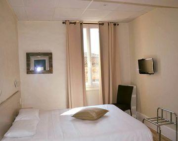 Hôtel Le Saint Jean <i class=