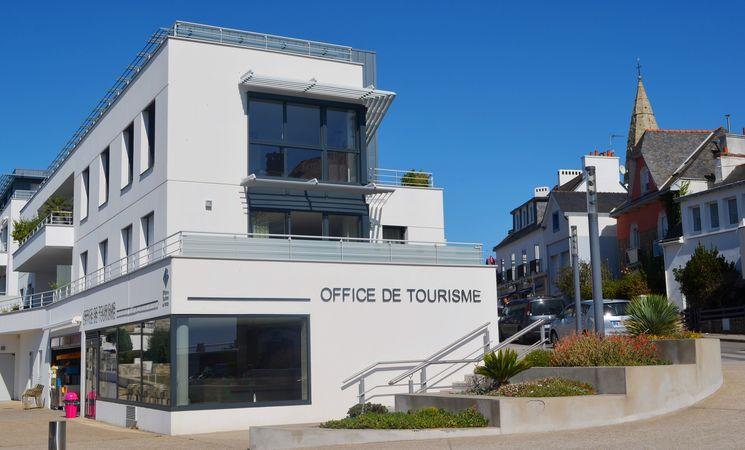 2048-cath-le-bail-office-de-tourisme-larmor-plage-cote-rue-copie-14504