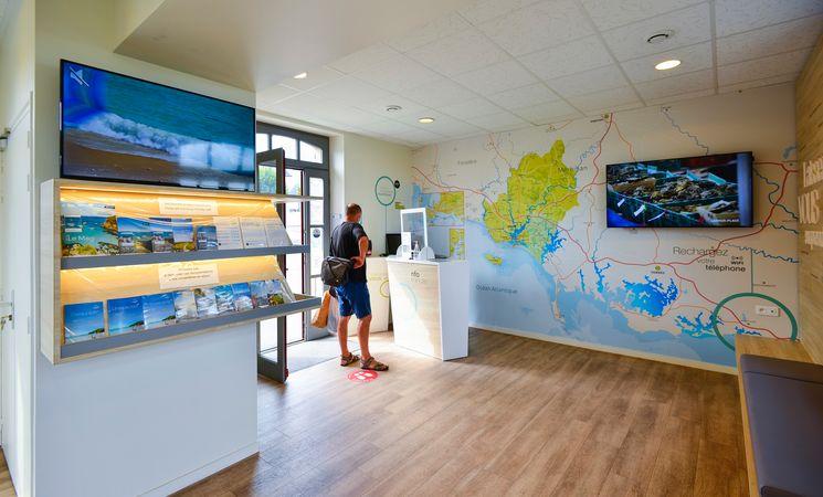 intérieur-office-de-tourislme-de-port-louis-lorient-groix-morbihan-bretagne-sud