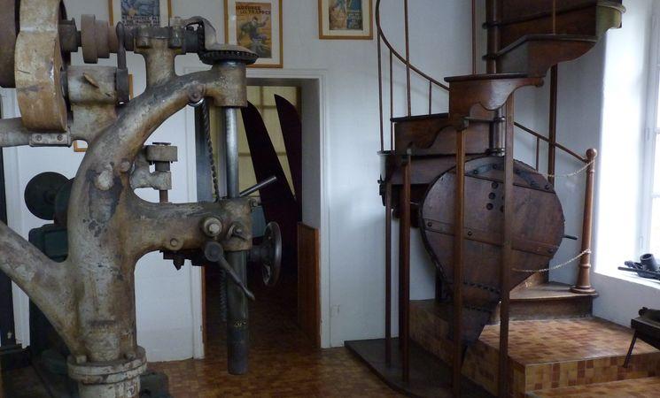 inzinzac-lochrist-ecomus-e-des-forges-ancien-escalier-16540