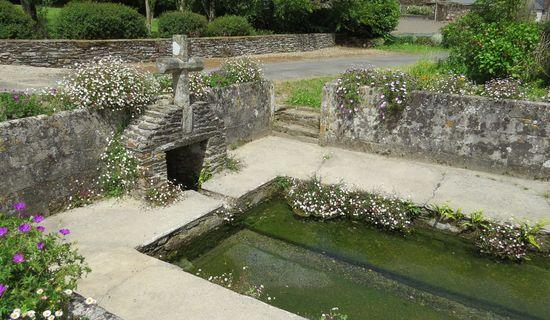 La fontaine et le lavoir de Lopreden