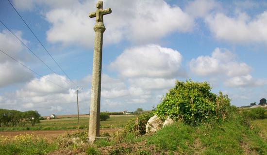 Croix monumentale dite Croaz an Enez