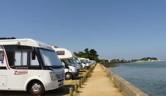2 aires de services et une aire de stationnement camping-cars à Pe